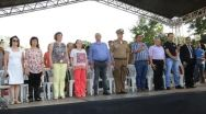 Desfile C�vico re�ne paracatuenses no centro de Paracatu