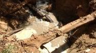 Buraco se abre em Rio de Vazante, engole água e deixa quilômetros do rio secos