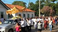 Centenas de fiéis acompanharam a procissão do dia de Corpus Christi em Paracatu