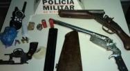 Polícia Militar prende traficantes e apreende armas, no bairro Amoreiras II