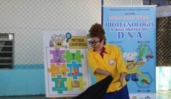 Crianças de Paracatu assistem peça de teatro gratuita sobre DNA e Biotecnologia
