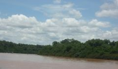 Barco vira e idoso desaparece no Rio Paracatu