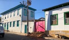 Confusão, Briga e até enxadada em construção no Centro de Paracatu