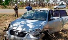 Veículo que transportava pacientes de Paracatu a Patos de Minas capota na MG 410