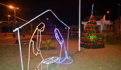 Praças do município de Unaí recebem decoração natalina produzida por detentos
