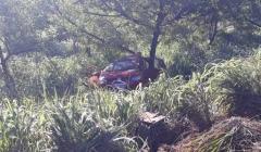 Grave acidente entre carro e caminhão mata três crianças na MG 188