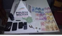 PM monta estratégia, prende traficante e apreende drogas no bairro Santa Lúcia