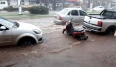 Enxurrada dá prejuízo para moradores e comerciantes no Centro de Paracatu