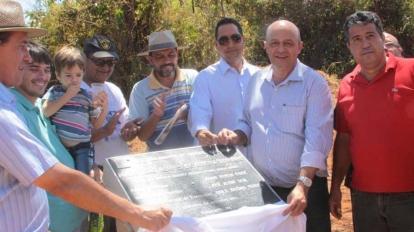 Prefeitura entrega nova ponte na regi�o Ribeir�o Escurinho/Tra�ras