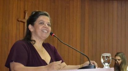 Tia T�nia � homenageada e recebe o t�tulo de Cidad� Paracatuense