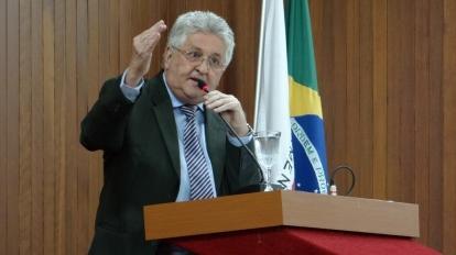 Jo�o Mac�do vai ao Minist�rio P�blico para defender usu�rios contra lentid�o e falhas nos servi�os de internet