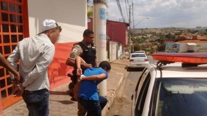 Pol�cia Militar prende bandidos em flagrante durante assalto a supermercado no Centro da cidade
