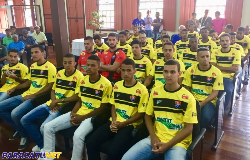 Paracatu Futebol Clube apresenta seu elenco para 2018 na Câmara de ... 0d5eb78f3a8df