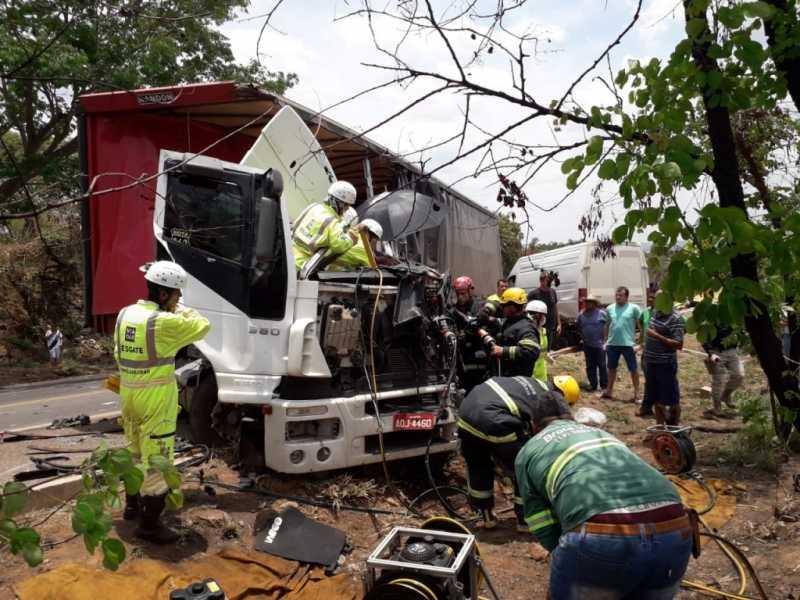 Grave acidente envolvendo quatro veículos registado na manhã de hoje em Paracatu - Notícias - paracatu.net